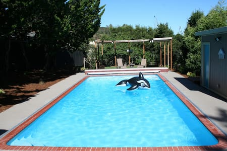 Silicon Valley Guest House with Pool - San Carlos - Chambres d'hôtes