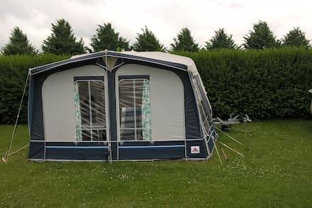 camping Valkenhof 2 pers caravan met voortent