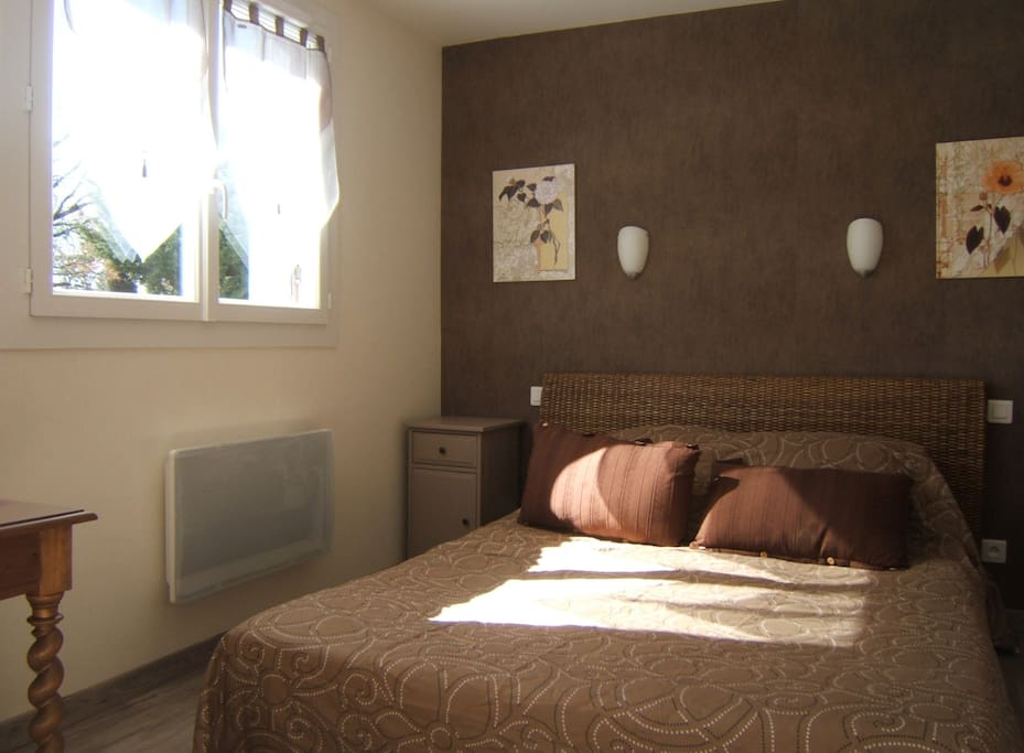 chambre nature, lit 160 salle de douche privée