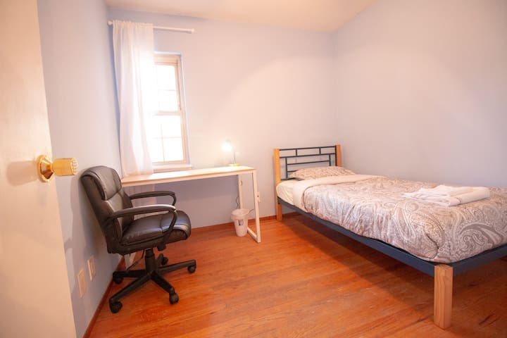 Private Room #69/Bright and clean/Near Apple