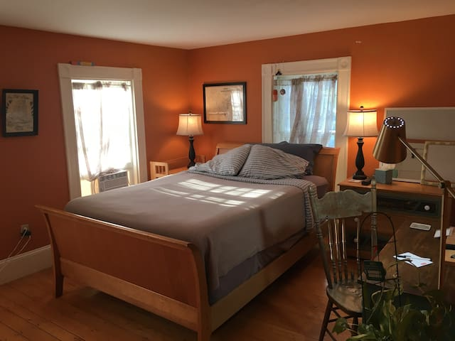 Duxbury charm in old part of town - private room