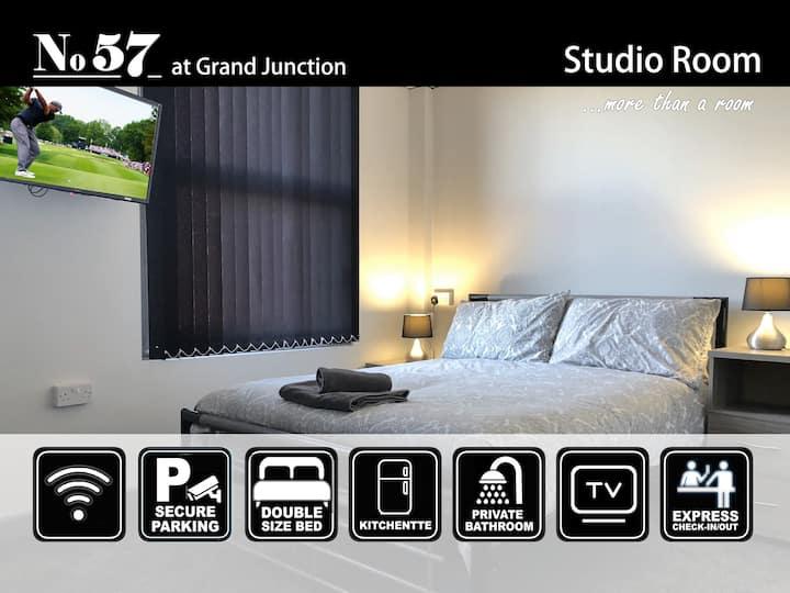 Studio Room 07 at No57 - Superior En-Suite Single Room