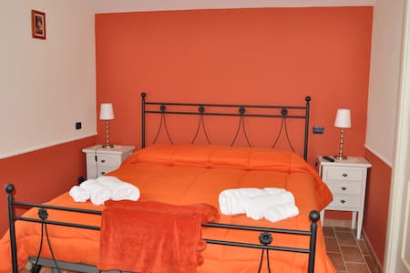 Stanza Privata Camera Arancione - Paternopoli - Bed & Breakfast