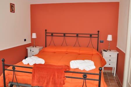 Stanza Privata Camera Arancione - Paternopoli