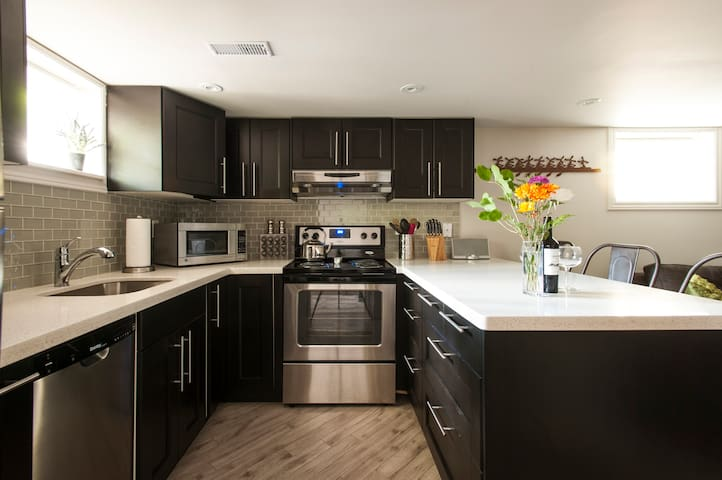 Luxury Guest Suite near Downtown Toronto