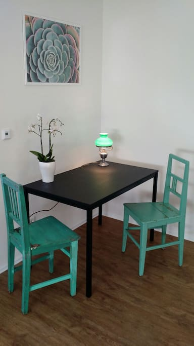Schreibtisch bzw. Essplatz