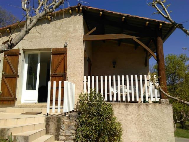 Jolie maison de vacances isolée pour 4 personnes - Bruniquel - Rumah