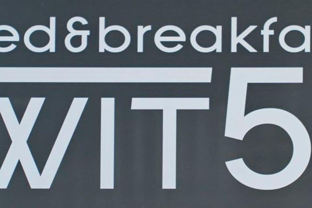 Bed & Breakfast WIT 51 -Logo