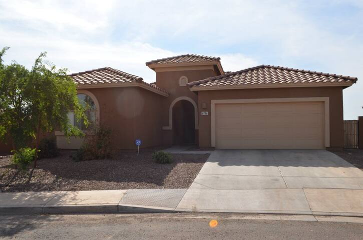 Beautiful 4/BR House by Westgate - Glendale - Huis