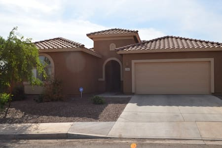 Beautiful 4/BR House by Westgate - Glendale - Casa