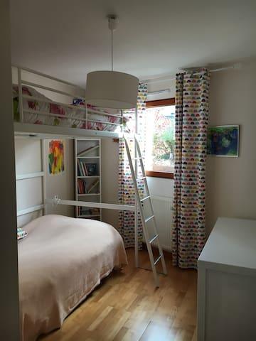Chambre  avec un lit de 120*190