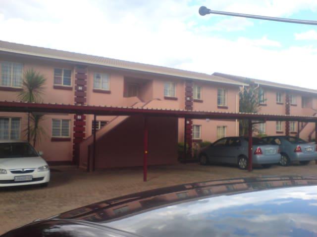 near gold reef city - Johannesburg South - Apartemen