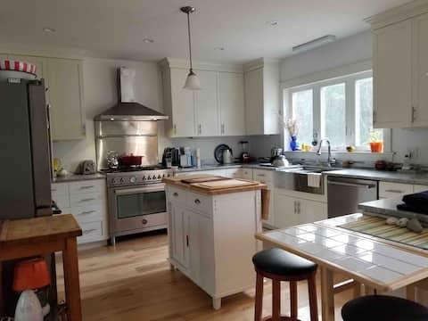 Spacious 3 Bd Truro Duplex with fabulous kitchen!