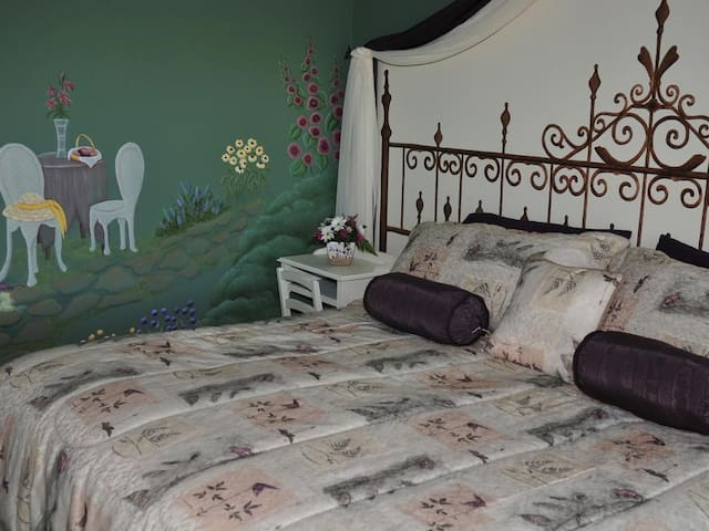 Serenity Room - Handpainted decor