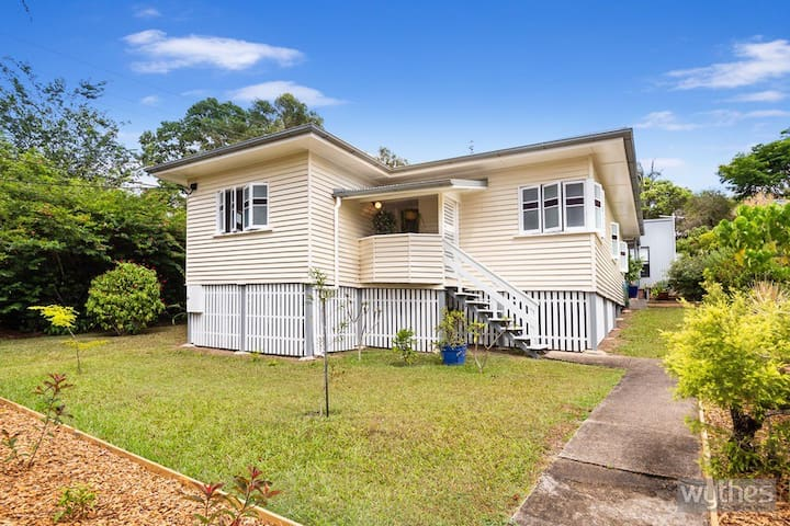 Eumundi Federation Cottage - Walk to town - Pet F