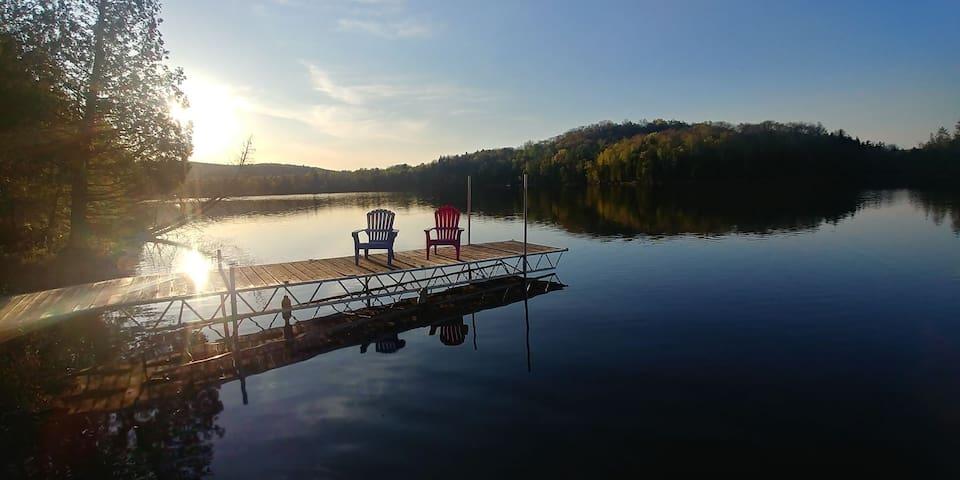 Chalet M&M - Lakefront Retreat!