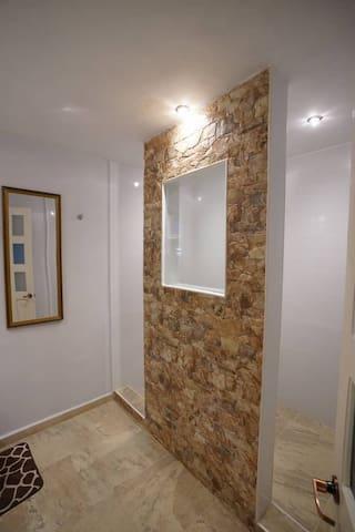 BEAUTIFUL ROOM WITH PRIVATE BATHROOM,  RAIN SHOWER