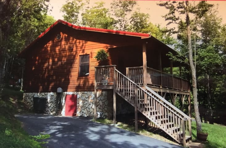 Parkway Cabin, 3miles to Boone,Fish Pond,Views!