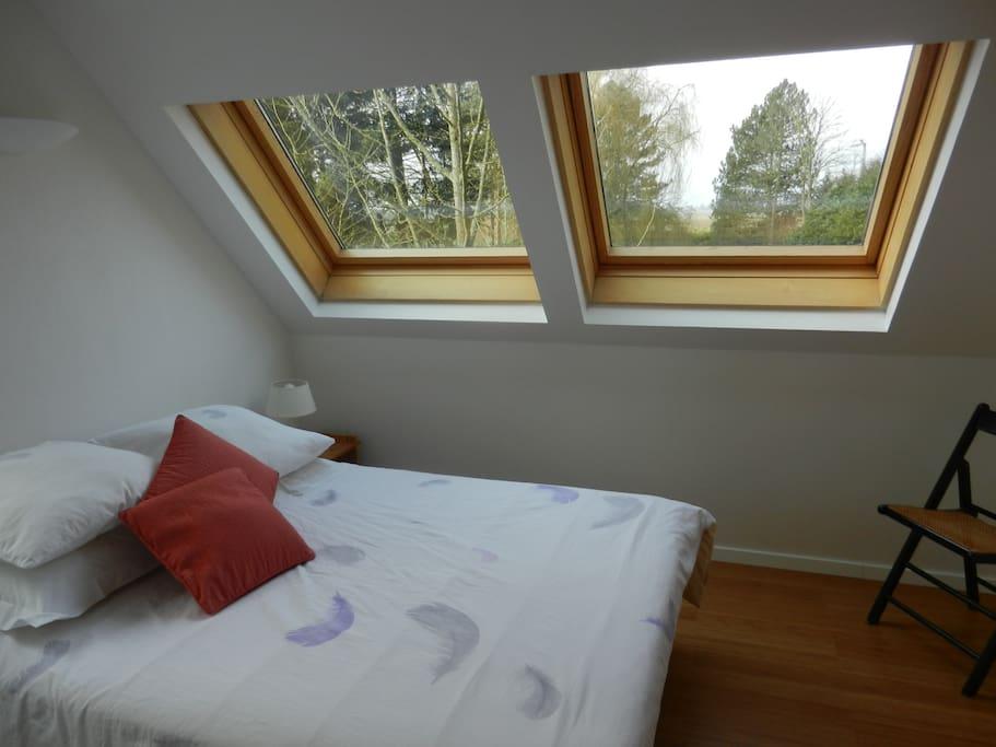 chambre avec fenêtres toit coté ouest et superbe vue sur les Vosges