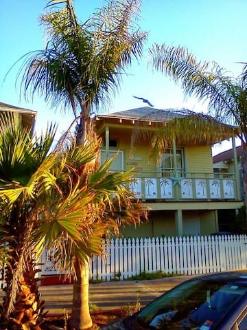 Mellow Yellow Beach House - Galveston - Rumah