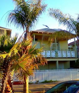 Mellow Yellow Beach House - Galveston - Maison