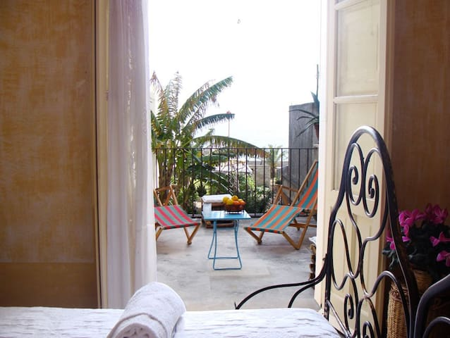"""Fico B&b"" double room - Santa Teresa di Riva - Bed & Breakfast"