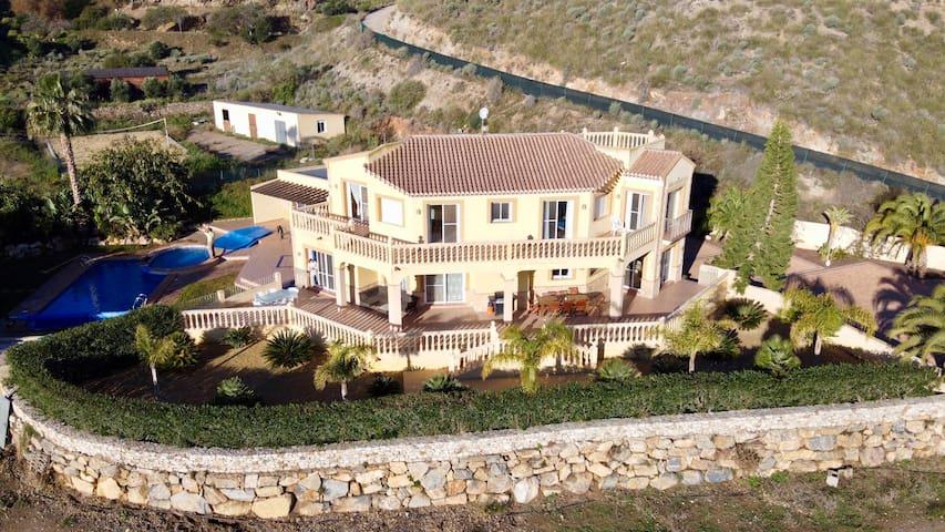 Villa Clairol (piscine chauffée, spa, airco, WiFi)