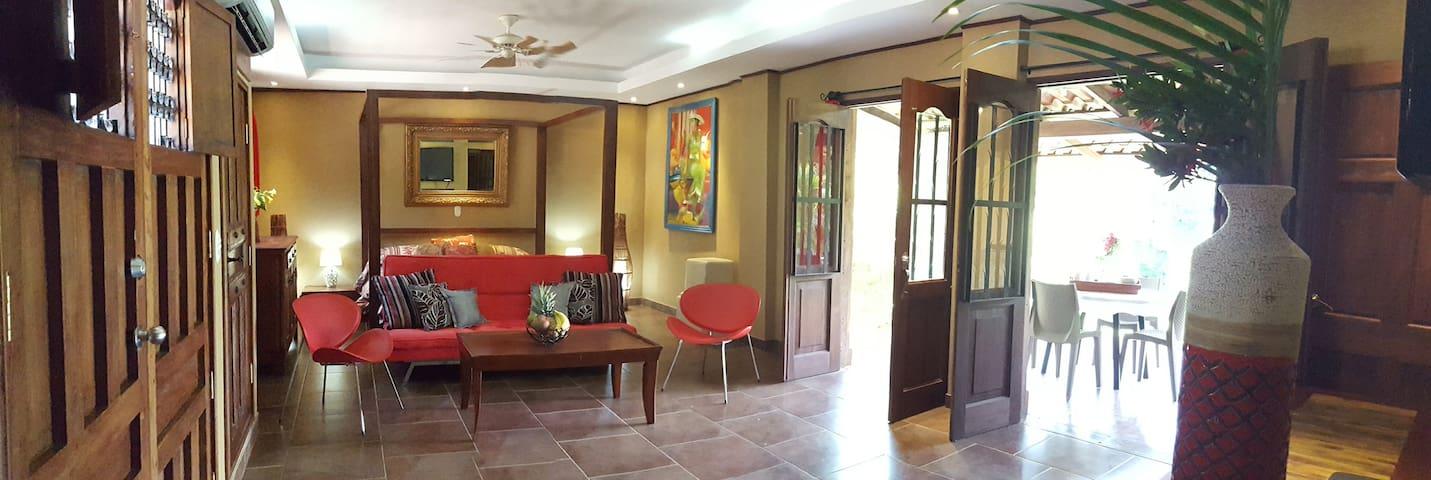 Villa la Colonial -Luxury for 4-6 near the beach