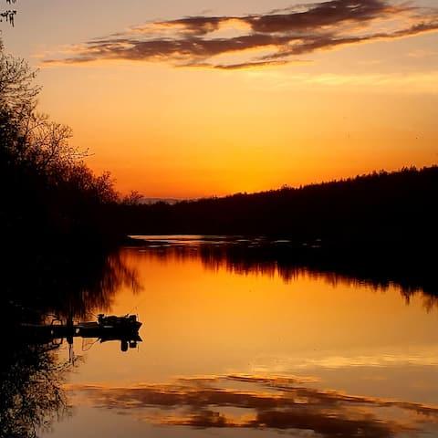 4 Rivers Retreat/Pet friendly/River frontage