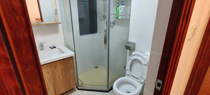 两房一厅的小房出租,共用厨房跟一个卫生间
