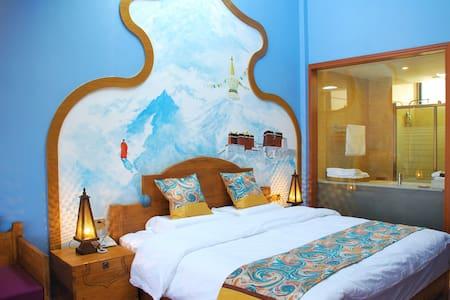 泸沽湖诗和远方远方主题星空大床房—消失的地平线,有茶有酒有书有音乐有故事,等你来遇见那个想要的自己。 - Lijiang