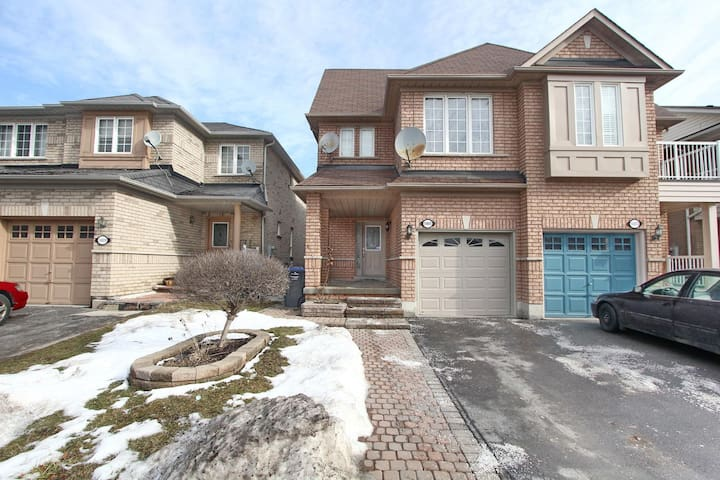 Beautiful 5 Bedroom House in Churchill