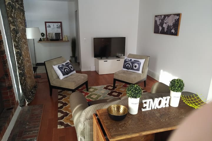 Living Room - TV with cable, Roku and Netflix