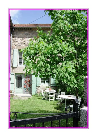 Large Hamlet house in Auvergne - Saugues - House