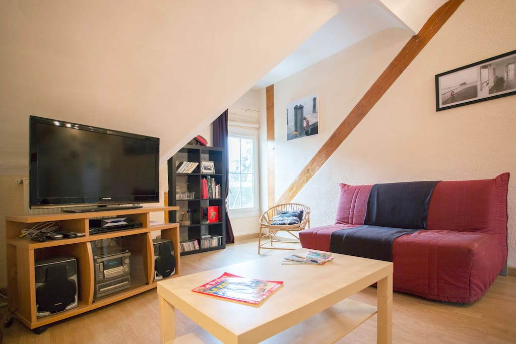 Living room with internet and cable tv including international channels - make yourself comfortable and feel at home !