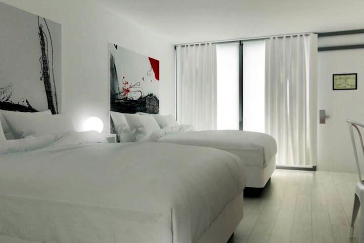 Hotel Room (192)10 min from Disney #23