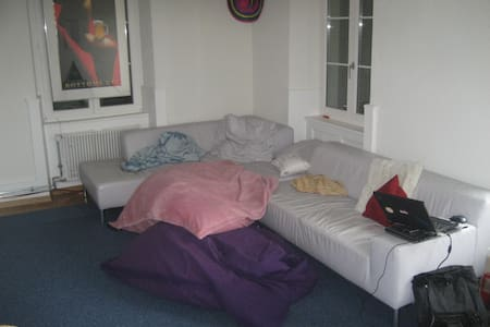 Couch Free ... Sleep Available ... - Frenkendorf