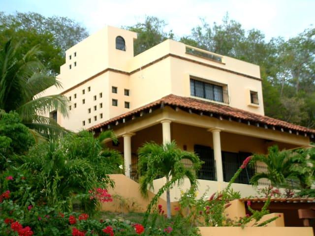 Stunning Turn-key Villa in Huatulco