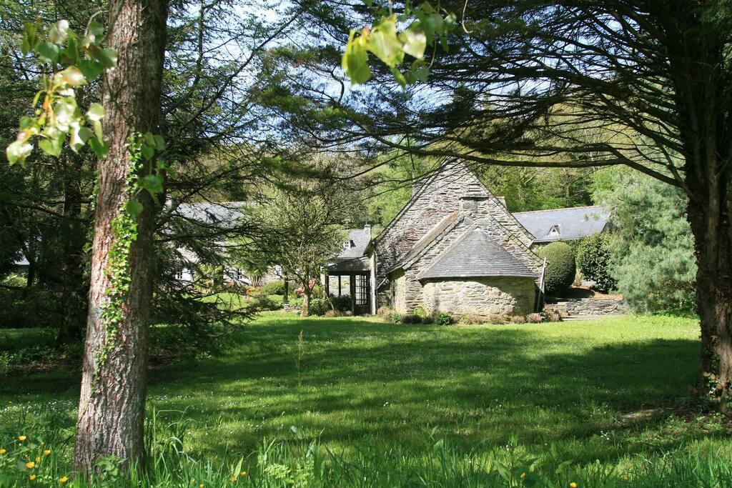 Le moulin vu depuis la peupleraie.