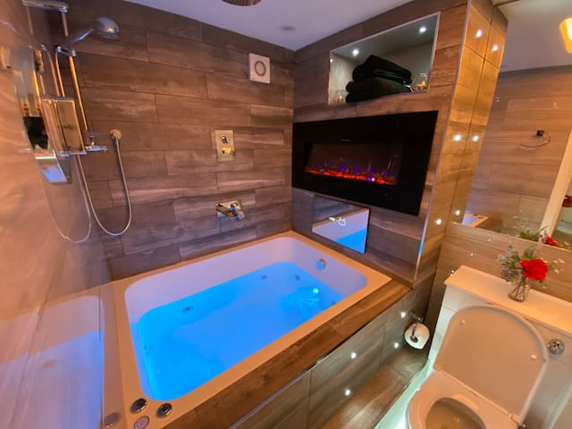 Hot Tub Designer Apartment