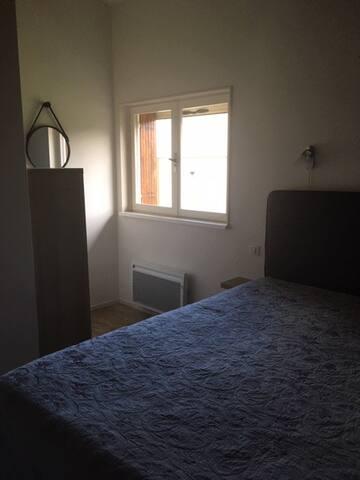 Slaapkamer 1 met tweepersoonsbed