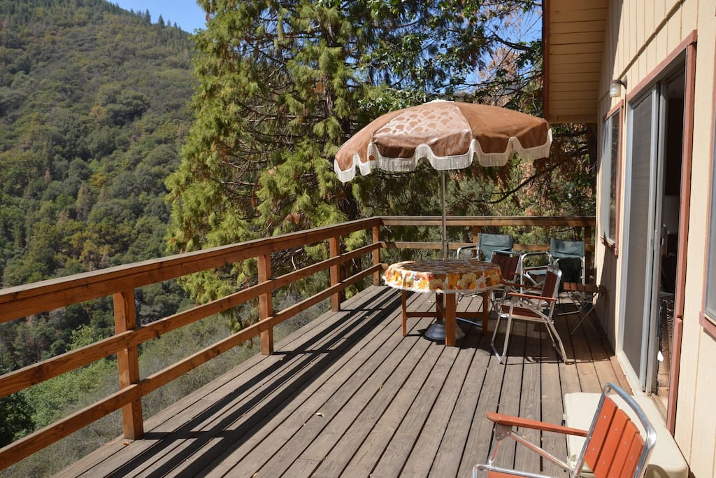 Deck with a view and picnic table