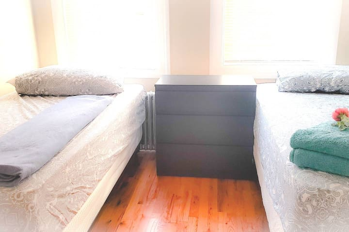 Two Twin bed in Astoria House