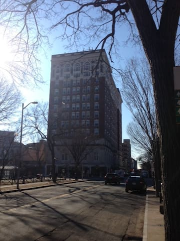 1BR in Historic Taft on Old Yale Campus