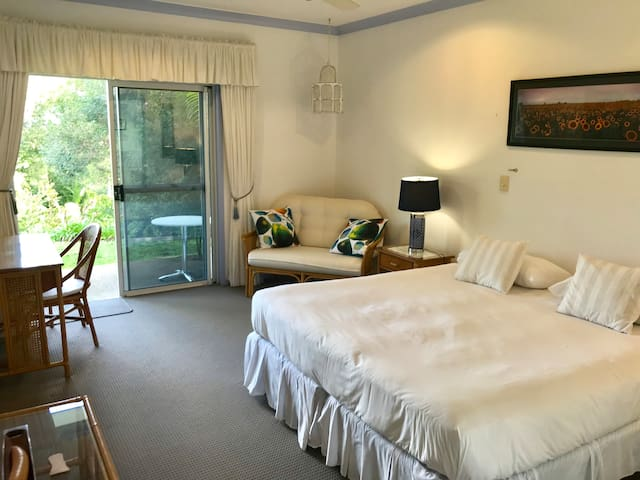 Ninderry Manor Luxury Retreat Bed & Breakfast