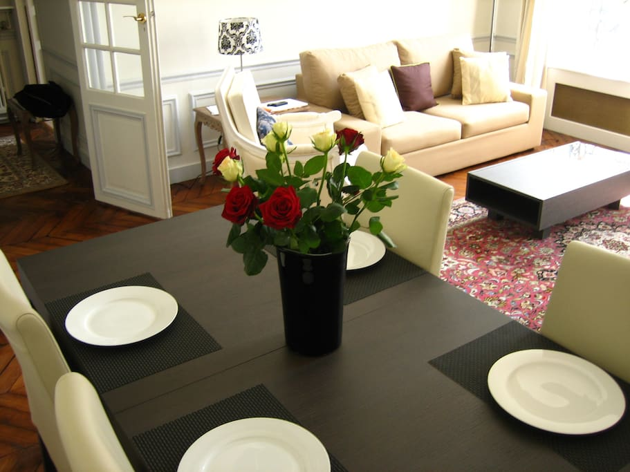 Romantic parisian apartment in 8eme apartments for rent for Appart hotel 8eme paris