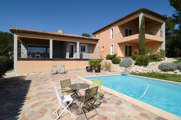 Villa aix en provence avec piscine ventabren for Camping a aix en provence avec piscine