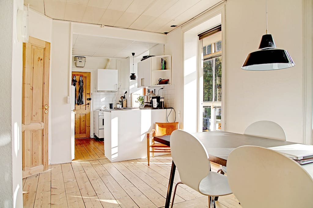 Open kitchen with exit to sunny balcony:)