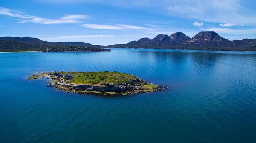 Picnic Island, Coles Bay, Freycinet Peninsula, Tas - Coles Bay