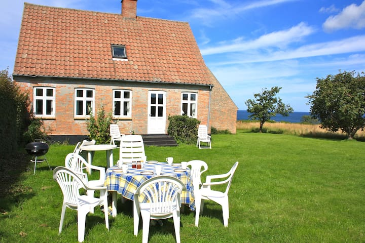 Beautiful holiday house by the sea! - Østermarie